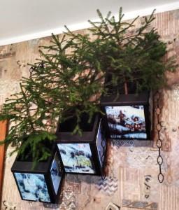Настенная композиция с елками